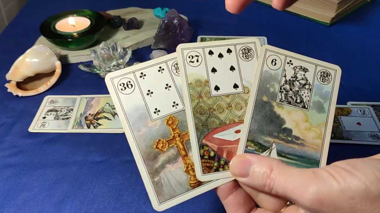 Гадание на 4 картах - Есть ли у него любовница